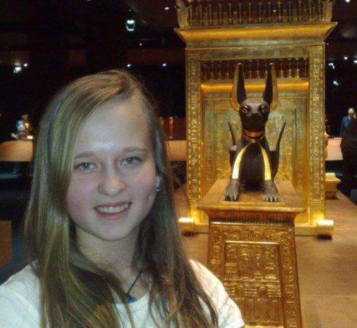 Anubis - čierny s pálením a tie typické uši, no celý PK